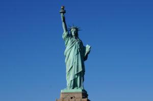 自由の女神像も緑青で有名です
